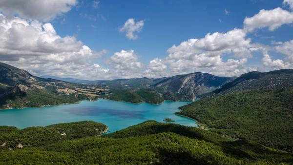 Lac de barrage en Espagne